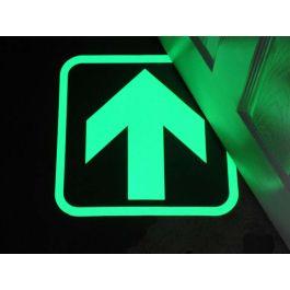 Fotoluminiscenční šipka označující únikovou cestu