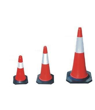 Red/white traffic cone - pylon